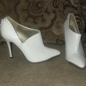 Gold Tip White Pumps